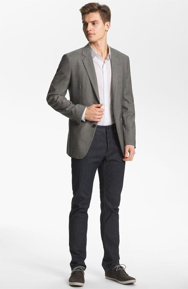E como essa ONda de usar um look todo neutro com cores neutras distintas é uma tendência do ano, eis um paletó up com calça jeans, camisa (poderia ser uma