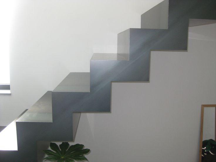 Meer dan 1000 idee n over metalen trap op pinterest trap ontwerp drijvende trap en - Metalen trap ...
