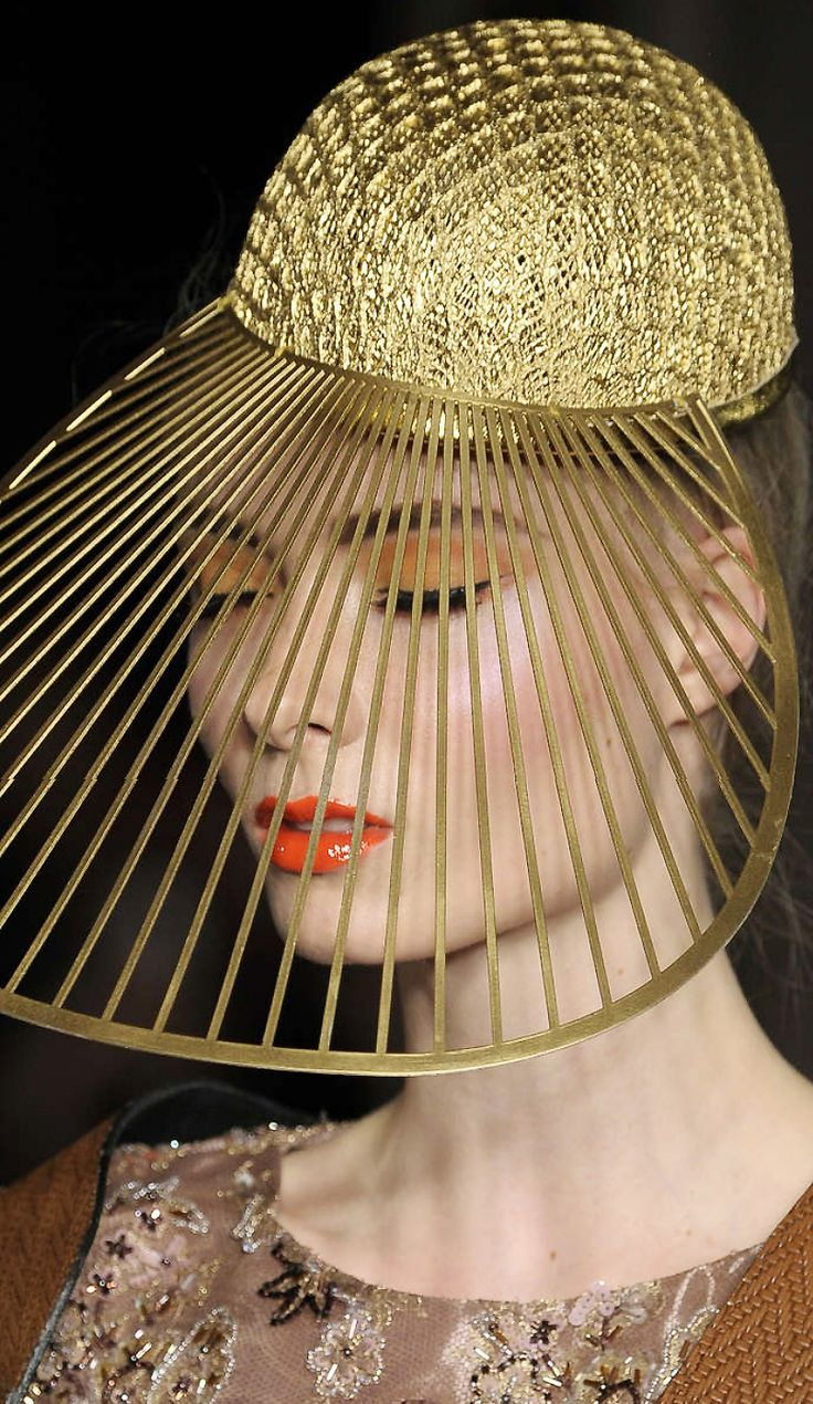 Ashley Isham ss 2015 #millinery #judithm #hats This could be heavy buck and chicken wire painted a metallic gold and fused together for the crown. What do you think??