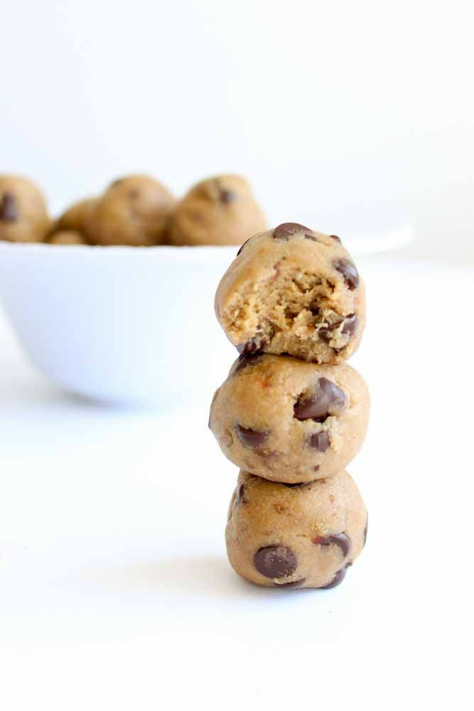 Are cookies one of your favorite desserts?Learn how to lighten them up with this healthy cookie dough bites recipe! There's no eggs, oil, butter, or sugar and they're glutenfree and paleo! They're so easy to make and the perfect snack or night time treat.