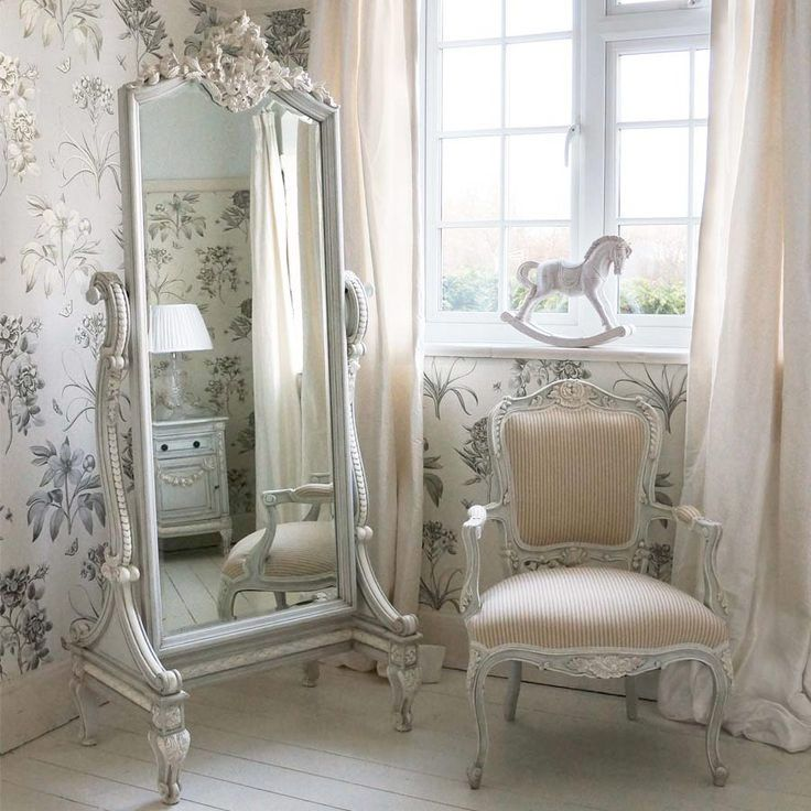 17 French bedrooms that are impossible to resist - Drowsy, magnificent and heavy with fabric.A French-style bedroom does not save on the crutch when it comes to taking out the turns.Curtains, pillows, carpets, quilts, patterns and bedspreads, that's a lot of everything.A French bedroom is surrounded and beautiful.One bedroom one wants to be in simply. | Child's room.