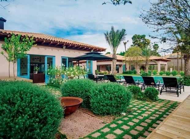 A rusticidade e o romantismo do estilo provençal serviram de mote para o engenheiro agrônomo Alexandre Furcolin criar um jardim supercharmoso