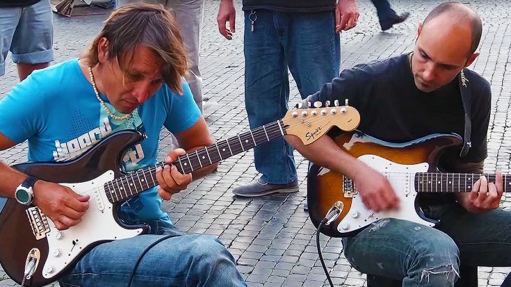 """Italian Street Performers Halt Pedestrians With Masterful Cover Of Dire Strait's """"Sultans of Swing""""!"""