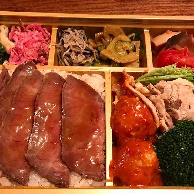 お弁当🍱 今日もお疲れさまでした🍺  オペ前日は飲みすぎないで早く寝る。 #肉弁当#家飲み#ビール#ワインは我慢#したいけど#ポン #弁当#肉#卵焼き#豚しゃぶ#ピクルス#お浸し#おかず  #bento #japanesefood #meat#rice #instafood #oishii #yum #yummy #healthyfood #health #athome #myhome #tokyo