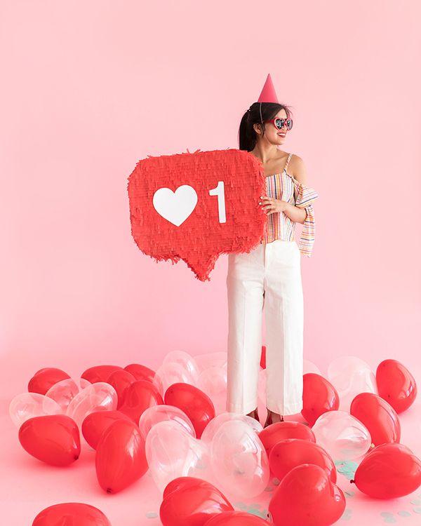 """Like"" Button Pinata | Pinterest: Natalia Escaño"