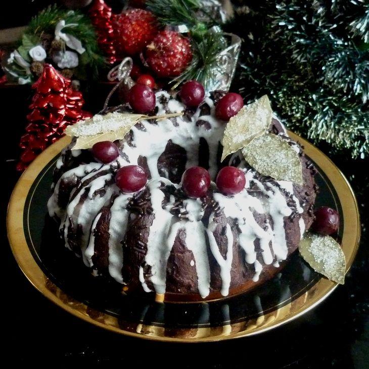 Рождественский пряный шоколадный кекс без яиц и масла, с черносливом и черемухой рецепт с фотографиями