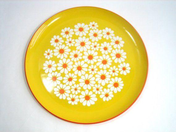 Vintage 60s daisy motif tray