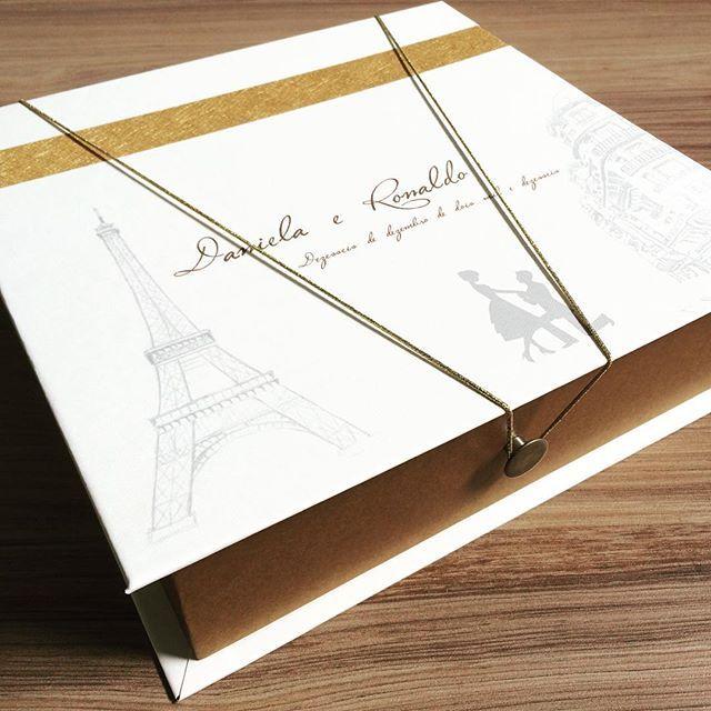 #padrinhos #dourado #paris # lembrancinha #wedding #convites #casamento #floral #noiva #casar #novidade #rosa #dourado #monograma #brasão #casamento #noivo #empresa #convites #decoração #caixa #top #cordão #whisk #charuto #gravata #spazioconvites
