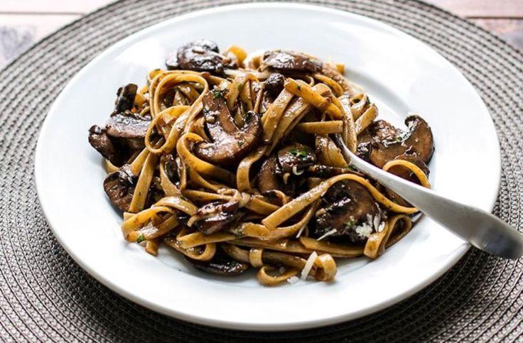 Mακαρόνια με μανιτάρια Portabello και μπαλσάμικο ιδανική πρόταση για ένα γρήγορο και απολαυστικό γεύμα.
