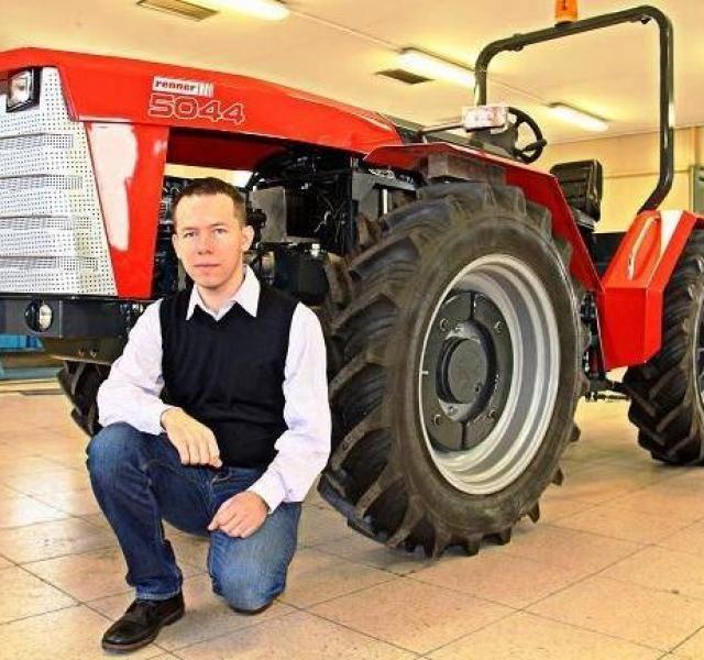 Bemutatjuk a legújabb magyar traktort