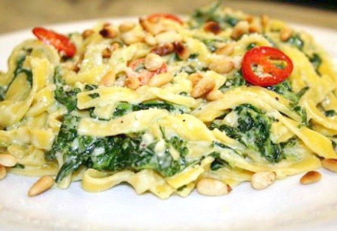 Spenótos-mascarponés tészta recept képpel. Hozzávalók és az elkészítés részletes leírása. A spenótos-mascarponés tészta elkészítési ideje: 20 perc