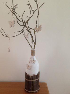 Wijnfles beschilderd, vlinders en jute van de Action