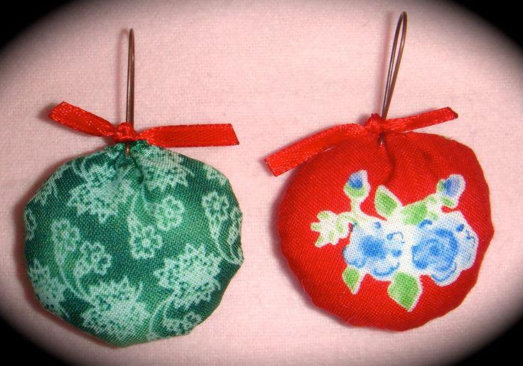 ΡΟΥΧΟΥΘΚΙΑ etc  Χαρούμενα υφασμάτινα σκουλαρίκια με χάντρες κ φαντασία!