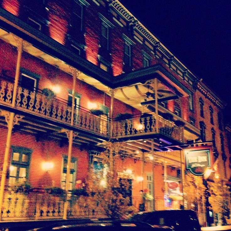 At the the center of Jim Thorpe, visit the Broadway Grille & Pub at the Inn at Jim Thorpe for a night out! #PoconoMtns