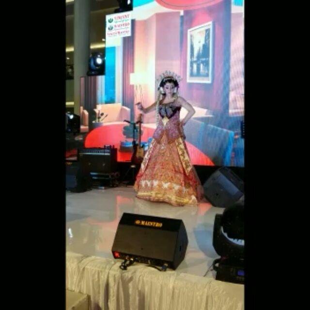 """7 Suka, 1 Komentar - KEBAYA,BRIDAL,BATIK&BAJUMUSLIM (@venzakebaya) di Instagram: """"Fashion Show Di Pakuwon Surabaya Bersama Tata Rias Rere 💗💘💝KARYA ASLI INDONESIA. DIPERSEMBAHKAN…"""""""