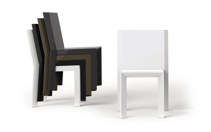 Frame Stuhl -  Möbel / Gartenmöbel / Stuhl -  Der Designer Ramon Esteve hat wieder einmal eine unverwechselbare Outdoor Möbel Kollektion entworfen, die jeden Garten und jede Terrasse in eine moderne Wohlfühloase verwandelt.Der Frame Stuhl von Vondom ist ein bequemer Stuhl ohne Armlehnen. Er besticht durch seine 45° abgewinkelten Kanten und dem geradlinigen Design.Mehrere Frame Stühle...