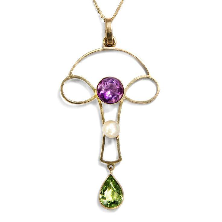 Frauenpower - Suffragetten-Anhänger mit Peridot, Amethyst & Perle, Großbritannien um 1910 von Hofer Antikschmuck aus Berlin // #hoferantikschmuck #antik #schmuck #antique #jewellery #jewelry // www.hofer-antikschmuck.de