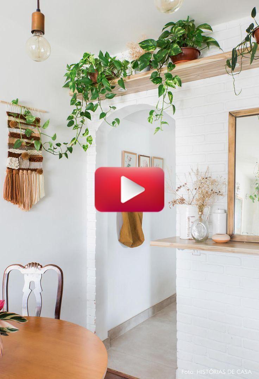 Etagere Sur Mur En Brique le petit appartement a un mur en briques blanches, une