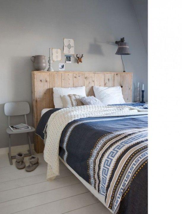 Slaapkamer met steigerhouten hoofdbord
