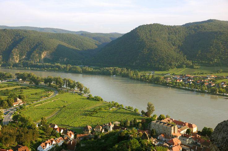 Wycieczka Bratysława - Wiedeń - Dolina Wachau  http://biurokolumb.pl/index.php/2012-05-21-07-59-52/wycieczki-autokarowe/2012-05-21-08-02-13/2012-05-21-08-05-17/2012-05-21-08-09-55/wycieczka-autokarowa-do-austrii/bratyslawa-wieden-dolina-wachau