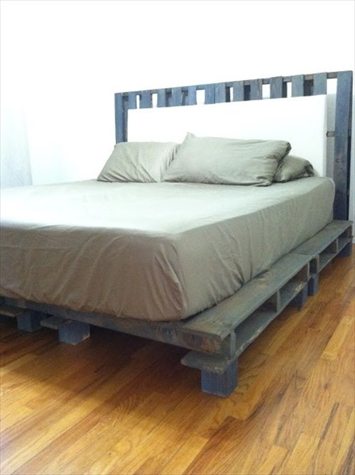 34 diy ideas best use of cheap pallet bed frame wood for Pallet bed frame with side tables