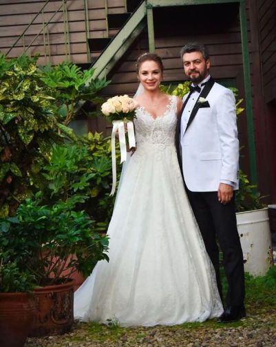 En zarif #weddiesgelinleri mizden Sevgili Oksana'ya eşiyle ömür boyu mutluluklar diliyoruz ❤️ Congratulations to one of our most elegant #weddiesbrides ; Oksana and her beloved husband ❤️