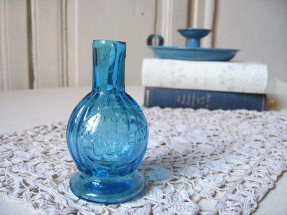 Ancien flacon La Parisienne en verre bleu / Antique bouteille de collection / Lampe à huile / Soliflore Décoration Parfum / Vintage France