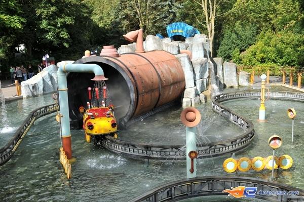 4/14   Photo de l'attraction Splash Battle située à Walibi Holland (Pays-Bas). Plus d'information sur notre site www.e-coasters.com !! Tous les meilleurs Parcs d'Attractions sur un seul site web !!