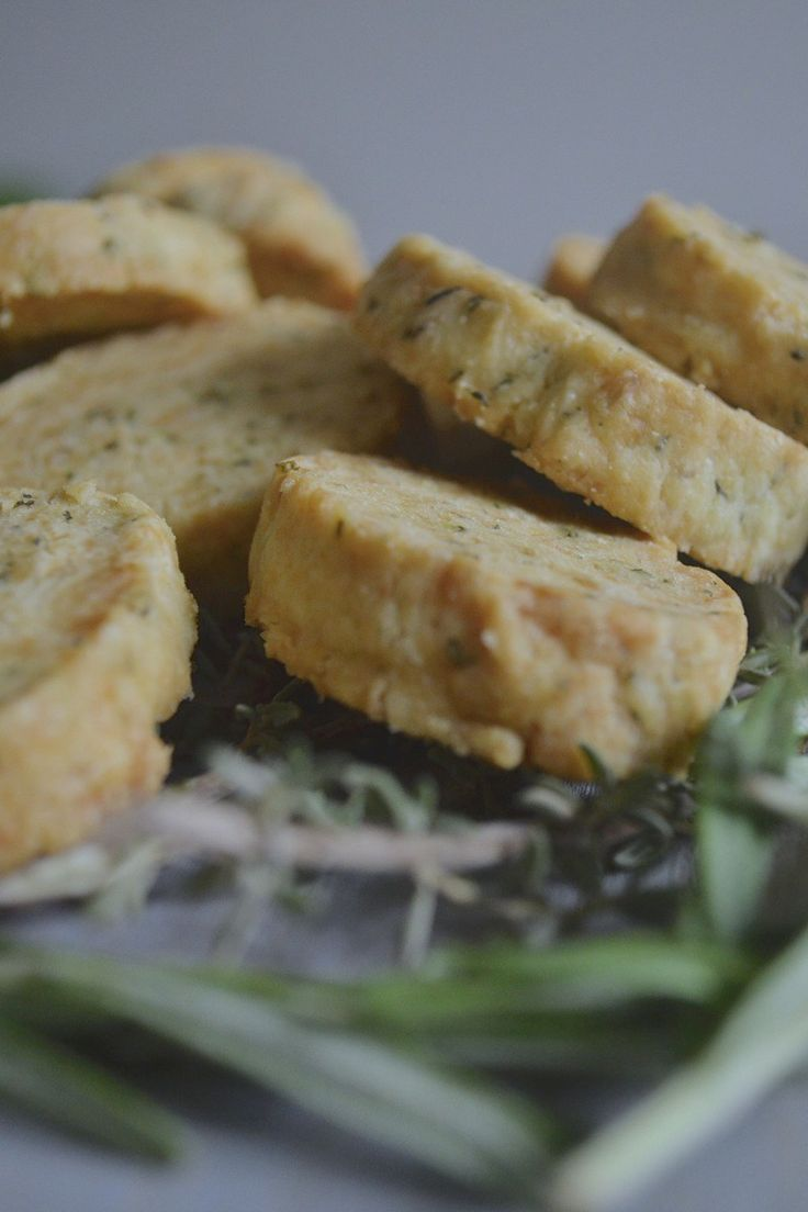 Rosemary and Parmesan shortbreads – ever tried these with cheese and chutnies? You'll be blown away; so simple to make too! Click through...