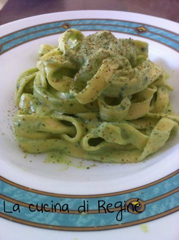 Tagliatelle con sugo di ricotta e basilico la #ricetta# sul blog La cucina di Reginé