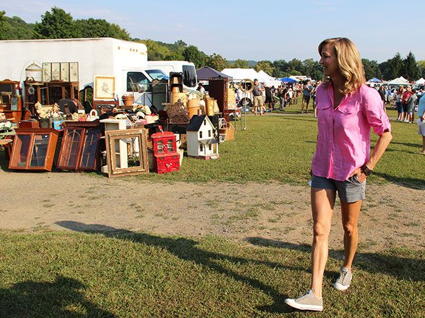 Don't miss these valuable flea market tips from Flea Market Flip host, Lara Spencer! >> http://blog.diynetwork.com/maderemade/2015/10/09/a-day-with-flea-market-flip-and-lara-spencer-at-elephants-trunk/?soc=pinterest