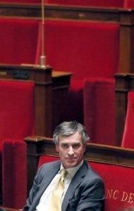 Jérôme Cahuzac démissionne de l'Assemblée nationale. L'ex-ministre du Budget Jérôme Cahuzac a annoncé mardi sa démission de l'Assemblée nationale, dans un entretien-confession sur la chaîne de télévision BFMTV.