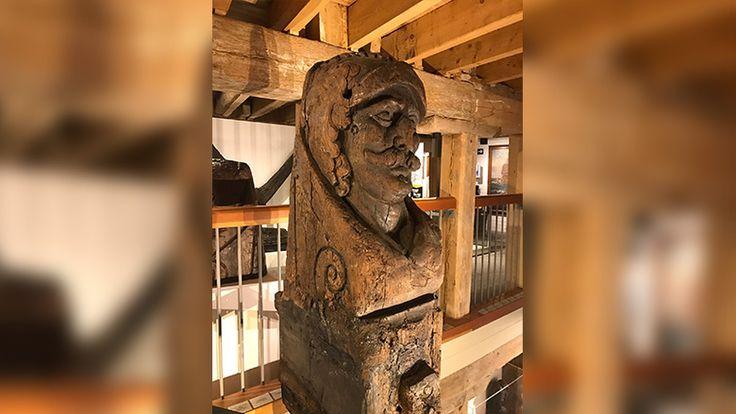 """HOORN """"Een hartstikke mooie ontdekking."""" Zo omschrijft directeur Ad Geerdink van het Westfries Museum de conclusie van Britse wetenschappers dat een deel van het Hoornse maritieme erfgoed verstopt ligt onder een zandbank voor de kust bij de Engelse havenstad Poole.Westfries Museum wil 17e-eeuws wrak naar Hoorn halen"""