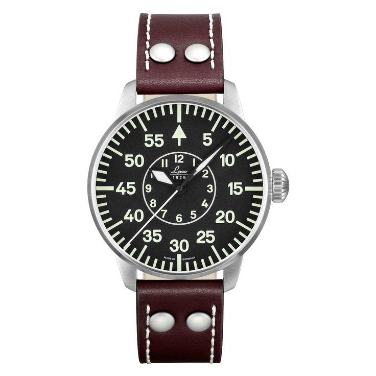 Rétro et masculine, cette montre automatique pour homme de la collection Pilot Watch Type B est signée Laco. Elle arbore un boîtier en acier brossé, un cadra...