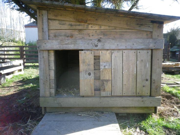 Grande niche toute isolée, toit escamotable et porte...