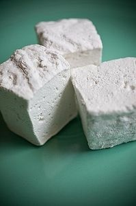 How to Make Sugar Free Marshmallows at Home - This Recipe uses agave in place of sugar. I haven't made them yet but I am going to.
