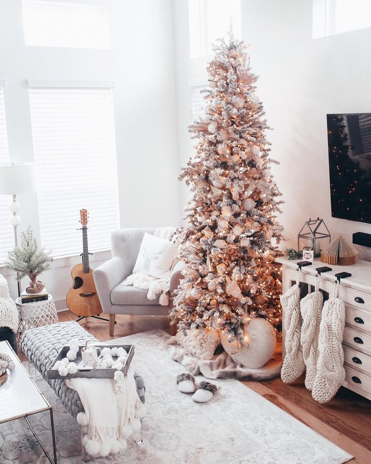 Happy Monday friends! Sharing a holiday home tour 🎄 right now on IG stories — doing it with a few amazing interior bloggers as well, so head over to my IG story to watch 🙌🏽 & go check out these babes beautiful homes after:  @lynzyandco  @cottonstem   @ruffledsnob  @bluebirdkisses  @michelle_janeen  @lovesarahschneider http://liketk.it/2tOG8 #liketkit @liketoknow.it