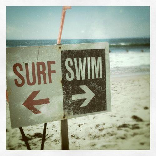 escolhas...Modern Interiors Design, Modern House Design, Surf Swimming, Beach Signs, At The Beach, California Dreams, Nautical Design, Surf Life, Design Home