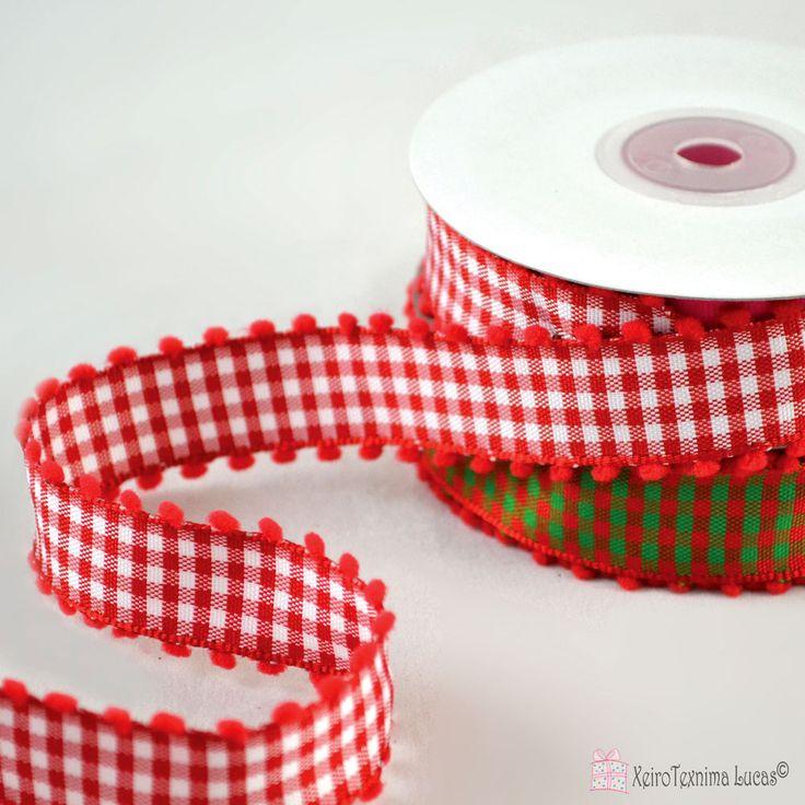 Καρρώ κορδέλες με πον πον. Καρό κορδέλα με ούγια με σύρμα και πομ πομ. Διατίθεται σε δύο χρώματα. Plaid ribbon with wire edge and pom pom for packaging and decoration.