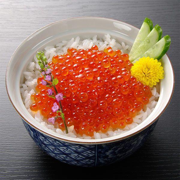 [ご当地グルメ:北海道]知床羅臼産の「沖獲り銀毛鮭の薄皮原卵」を使用。【羅臼産 いくら醤油漬け】