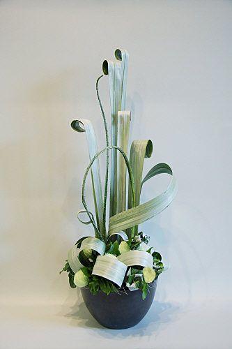 Design by Chrissie Harten.  www.flowerarranging.me.uk/flowerarranging.html