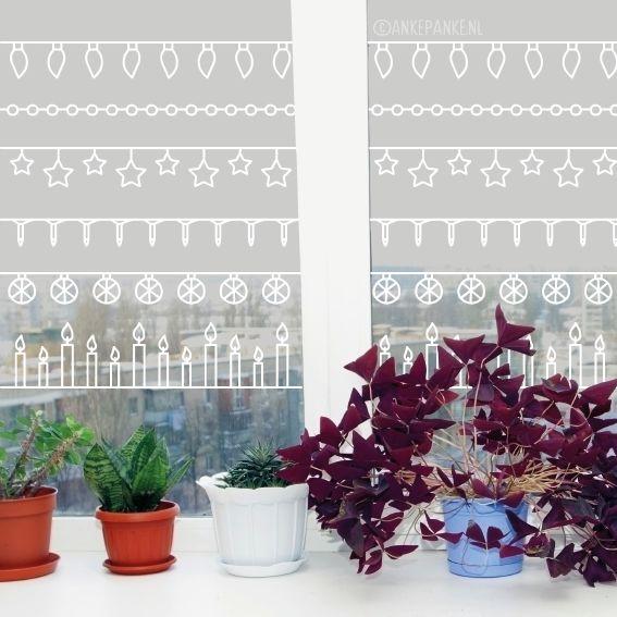 Joepie, het is weer de gezelligste tijd van het jaar! 'Hang' je raam vol met deze vrolijke kerstlichtjes raamtekening. Mix en match of kies je favoriet.
