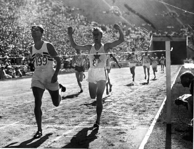 Tommy Hampson | Tommy Hampson (left) crosses the line first in the 1932 Olympic 800 ... OS guld 800 meter 1932 Los Angeles.