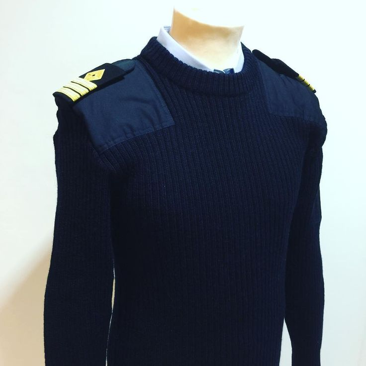 Den gode natogenseren i 100% ull.    #natogenser#armysweater#army#sweater#navy#navylife#crewlife#military#marines#marine#sea#sjø#ship#shipping#wool#ull#distinction#yacht#sailing#security#officer#uniformwear#clothes#clothing#uniform#arbeidsklær#swm#sverrewmonsen#sverremonsen#norway