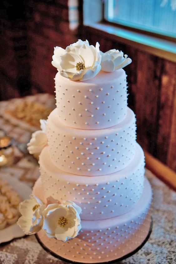 Wedding cake idea; Featured Photographer: Tara Whittaker Photography