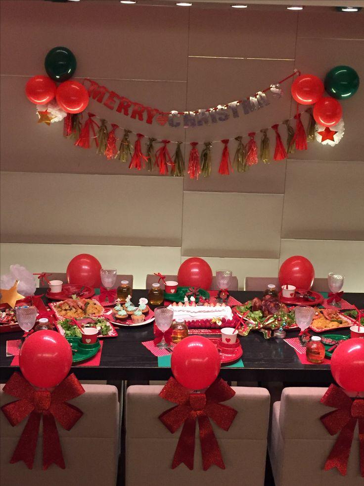 幼稚園のお友達とクリスマスパーティー。コストコのケーキ、パエリア、チキン、スパークリングワイン。スリーコインズ、DAISOやおウチにあるものでリーズナブルだけど子供も大人もワクワクするコーディネート。