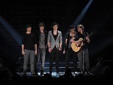 One Direction, ocasionalmente abreviado para 1D, é uma boyband pop formada na cidade de Londres, Reino Unido, em 2010. É composta pelos britânicos Harry Styles, Liam Payne, Louis Tomlinson e Zayn Malik, e pelo irlandês Niall Horan