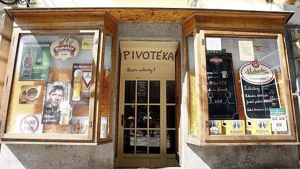 Nová pražská pivotéka Pivo a párek si na nic nehraje. Vtipný název vystihuje nabídku