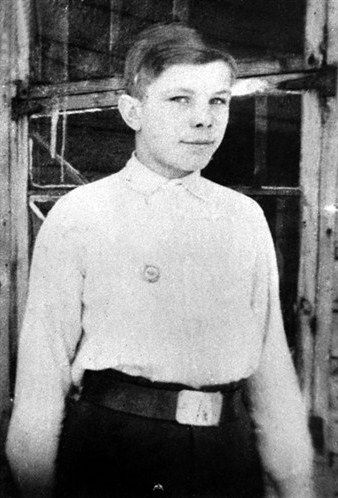 Yuri Gagarin (1934 – 1968), a Russian cosmonaut, the first human in space, as a schoolboy in his native town of Gzhatsk. Late 1940s. #Russia #cosmonaut #Yuri_Gagarin