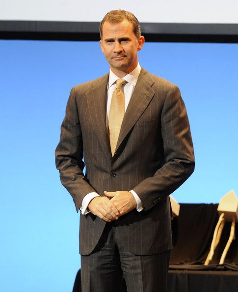 Prince Felipe of Spain (R) attends the VI edition of the 'Noviasalcedo Award' on May 19, 2014 in Bilbao, Spain.
